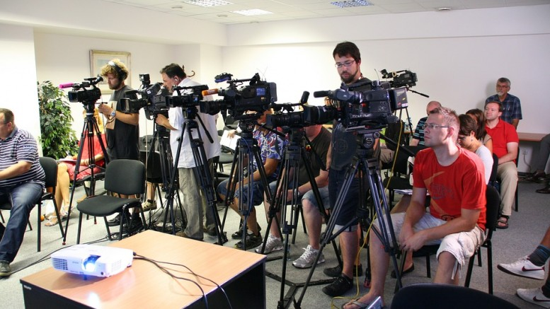 press-conference-1166343_960_720