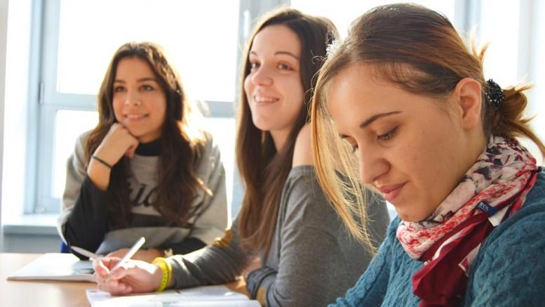 language-school-834138_960_720