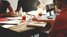 20150217134131-startup-meeting-brainstorming-business-teamwork